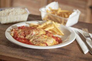 Parmegiana Aquele prato pra matar saudade: coxão mole ou peito de frango à parmegiana, com molho artesanal de pelati italiani, muçarela Roni, arroz branco e batata frita.    Fazer Pedido!
